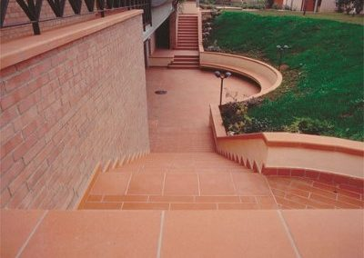 Outdoor-flooring-and-stairs-terracotta