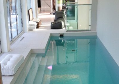 indoor-private-pool-laminated-gres-porcelain-slabs-pool-wall-covering