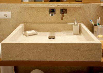 bespoke-travertin-marble-sink-640x457