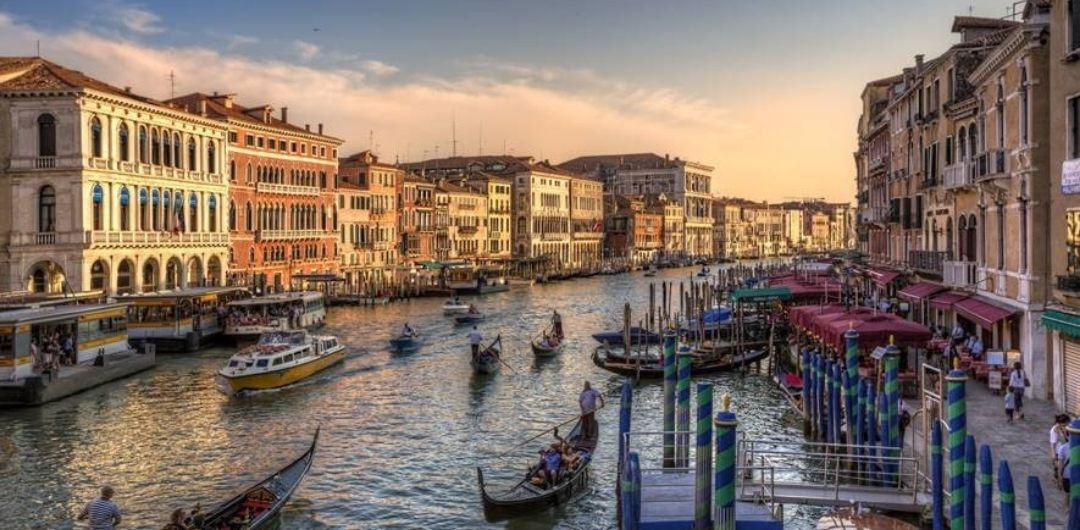 A Venetian Journey: Sailing along the villas